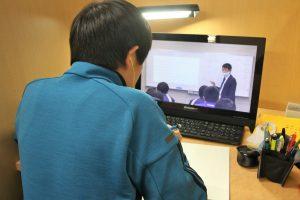 欠席した分の授業は動画でカバーできます
